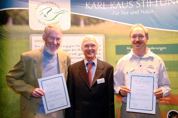 v.l.n.r: Heinz Schwarze (Preisträger), Joachim Seitz (Vorsitzender der Karl Kaus Stiftung), Bernd Koop (Preisträger) (c) Henning Kunze